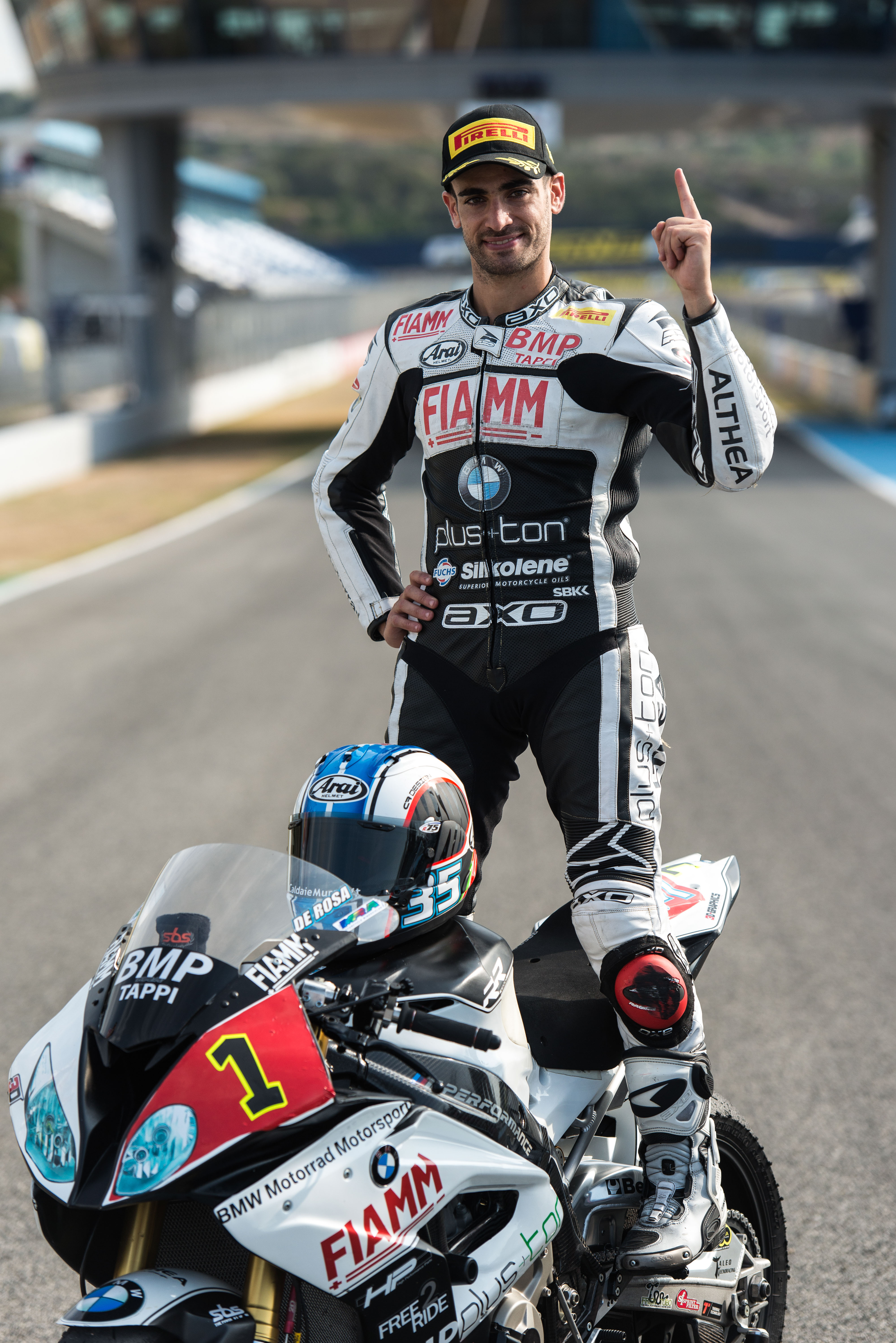 The next title win for the BMW S 1000 RR: Raffaele De Rosa is champion in the FIM Superstock 1000 Cup.