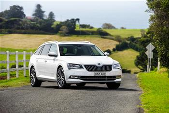 2017 ŠKODA Superb Wagon 162TSI