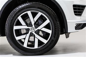 2017 Volkswagen Touareg Monochrome