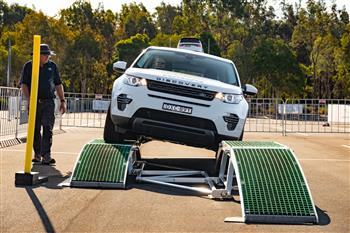 Aussie Invictus Games Sydney 2018 Team Members Vie For Jaguar And Land Rover Driving Skills Test Selection