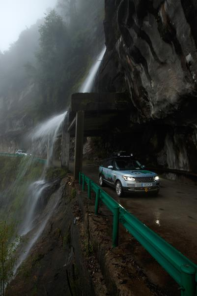 Range Rover Hybrid Prototypes Become First Foreign-Registered Vehicles Ever To Drive On China's Demanding Xinjiang-To-Tibet Highway While On Their 17,000km Journey To Mumbai