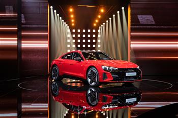 Dynamic and high-caliber: the online world premiere of the Audi etron GT