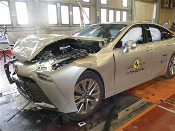 Hydrogen-powered Toyota Mirai adds 5 star safety